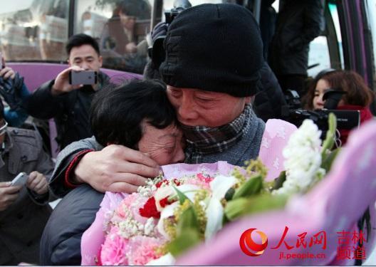 3月4日,吴淑荣和樊海东母子俩,在历经31年分别终于团圆。孙阳 摄