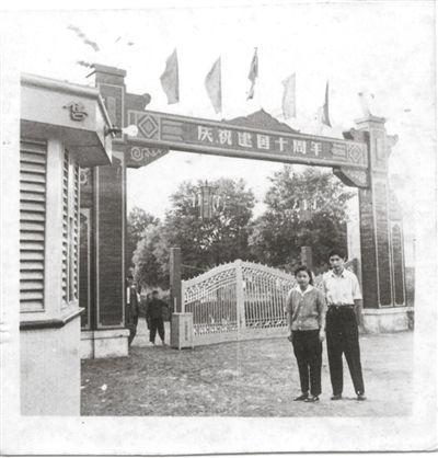 重庆动物园全球征集老照片 晒晒你和动物的亲密照图片
