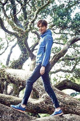 李敏镐广告造型曝光穿贴身长裤尽显长腿优势(图)