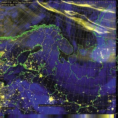 DMSP卫星拍摄到的盘旋在斯堪的纳维亚北部的极光。