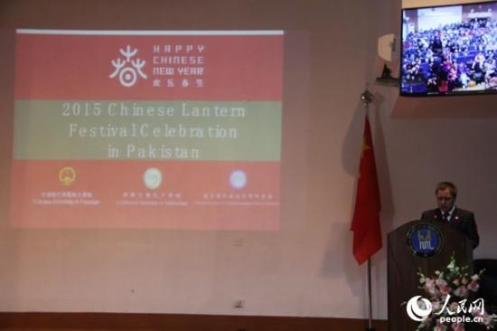 图为中国驻巴基斯坦使馆文化参赞张英保致辞。(人民网记者 杨迅 摄)