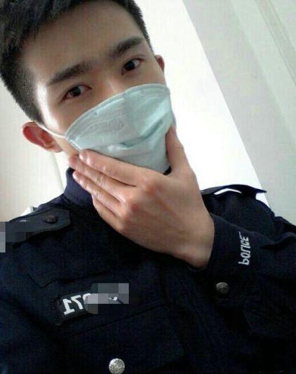 """""""成都最帅交警""""患癌离世 年仅23岁(图)"""