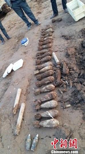 湖北当阳一工地挖出24枚炮弹手雷