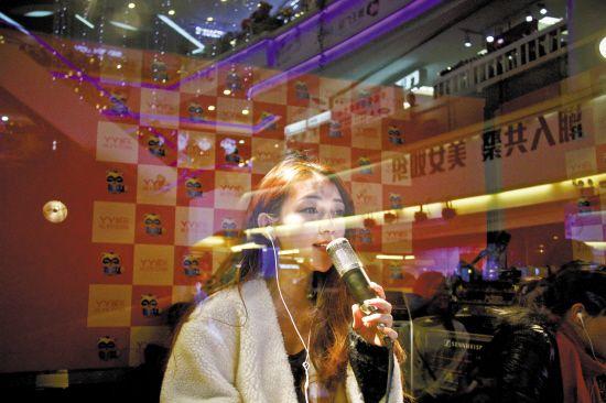 揭秘网络主播:平均每天唱歌30首 飙高音邻居报警