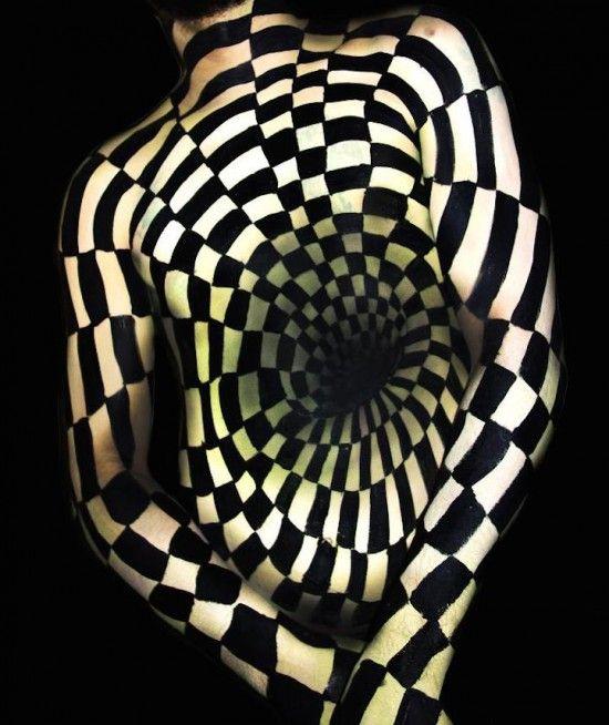 美艺术家独特人体彩绘呈现令人惊叹视觉错觉