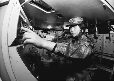 揭秘陸軍首支女子戰斗連隊:女兵稱戰車為男友