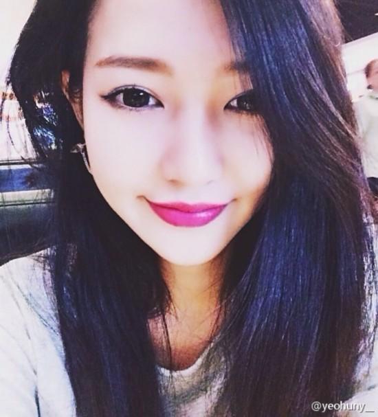 越南最美校花女大学生走红 原是中国青岛人
