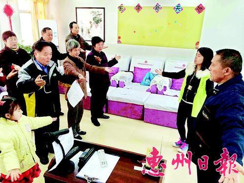 惠城區橋西街道居家養老服務中心讓老人老有所樂。 資料圖片