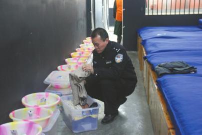 浙大学霸放弃接管千万家业当警察骑二手自行车上班
