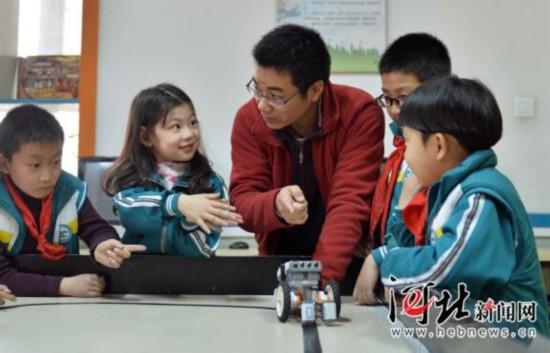 石家庄正式启动小学生免费托管服务(母亲)演讲稿小学生组图图片