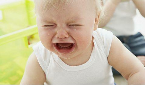 孩子摔倒了妈妈们怎样做?看看不同国家妈妈反应