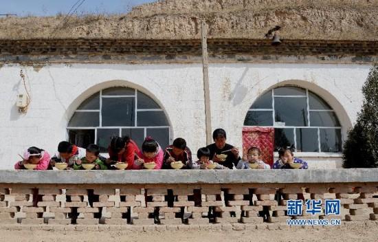 (图片故事)(2)坚守在黄土高原深处的乡村女教师