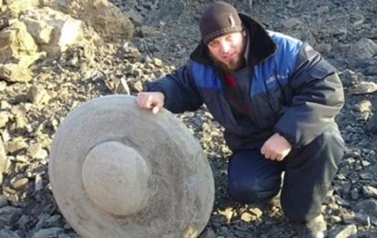 俄发现2.6亿年前飞碟状岩石系二迭纪时期产物(图)
