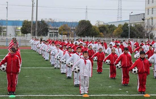各地中小学做足球操小学掀起全国足球(图)塘中建热潮砂子图片