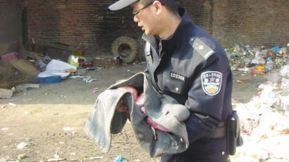 嬰兒出生不到一天被棄垃圾堆 父母可能觸犯刑法