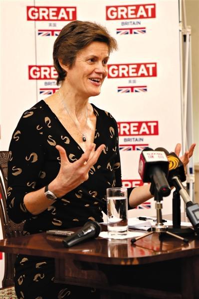 英首位女性驻华大使履新 29年前中国教英语