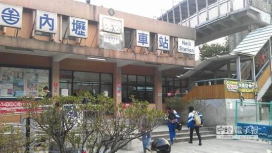 内坜火车站铁轨疑似天气热变形,目前维持单向通车。(台湾中时电子报 康鸿志摄)