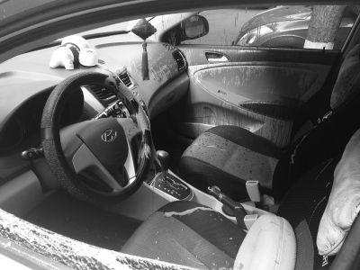 车窗被砸车内被泼红油漆 2瓶茅台不翼而飞