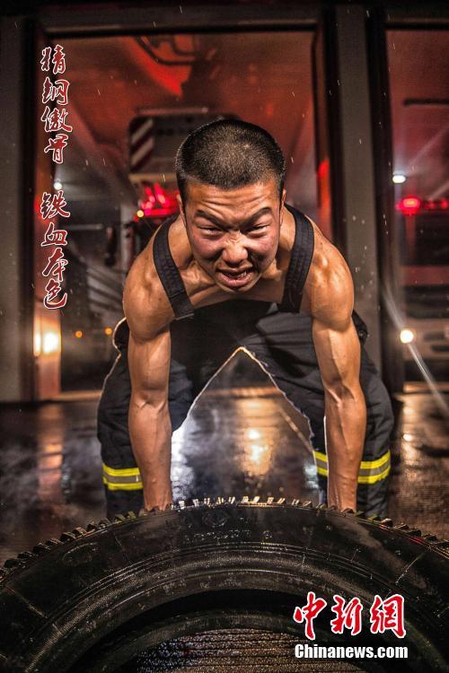 浙江消防员拍励志写真 堪比美国大片