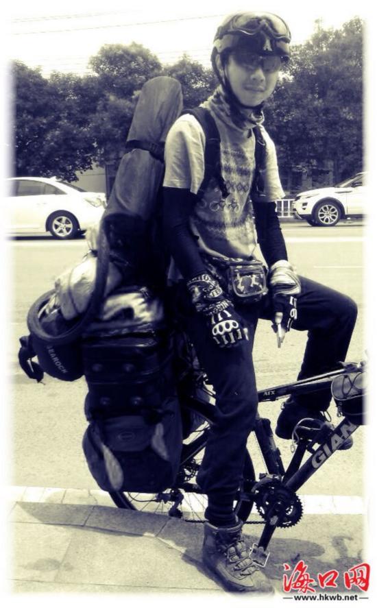 海南小伙骑行2万公里游中国 只为公益送信