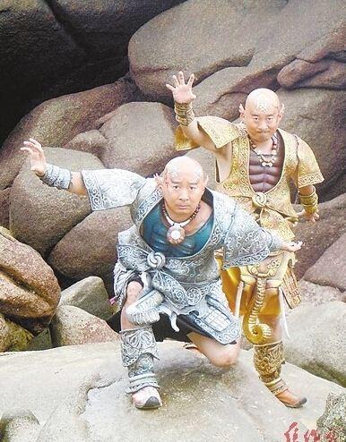 """Twins版""陈佩斯现身河南景区 引游客围观"