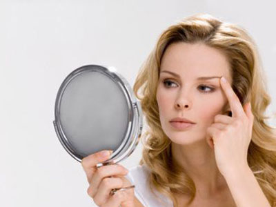 """看额头看眼睛 早起照镜子""""五看""""测健康"""