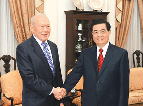 历任中国党和国家领导人与李光耀珍贵合影 图图片