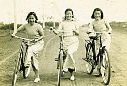 骑自行车的民国女子 资料图-北京历史上第一位骑自行车的人是谁图片