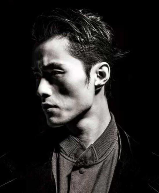由龙腾精英模特经纪公司发现并推广的 男模— 赵磊成为两大时装周的
