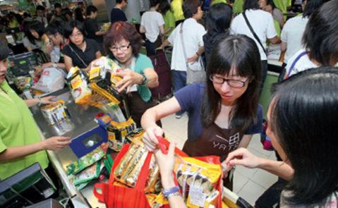 日本为何不怕被中国游客买空:商品多年积压