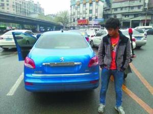 车辆号牌已经被违规卷了起来.   据贵阳市公安交管局南明分高清图片