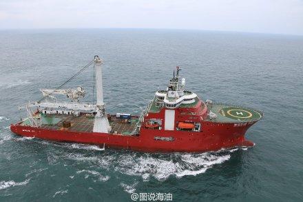 中国首用水下机器人在南海3000米海底插国旗