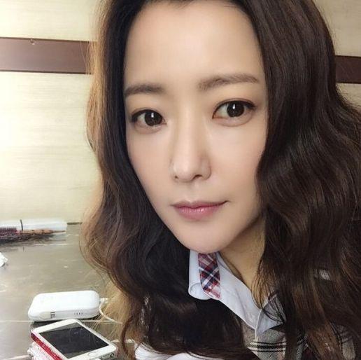 闊太金喜善自拍臉尖皮膚嫩 韓國網友:您誰?