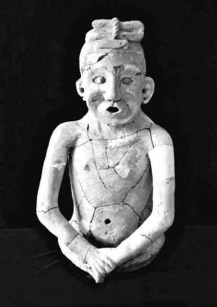 赤峰地区出土的整身陶人,发髻也是盘起来的。(图片均来自网络)