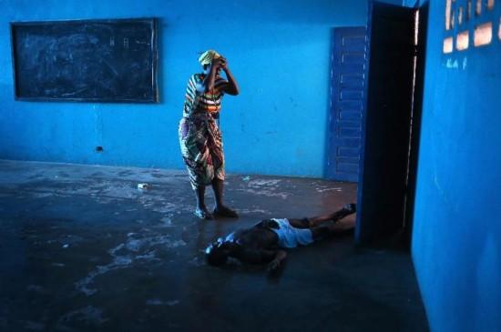 (文化)第十一届华赛年度新闻照片大奖――《埃博拉席卷利比里亚首都》