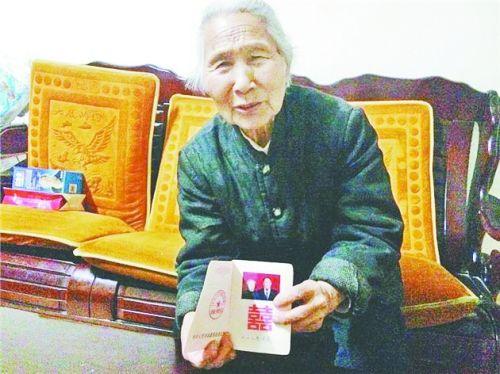漯河63岁老太和初恋情人结婚 两人互等对方40年