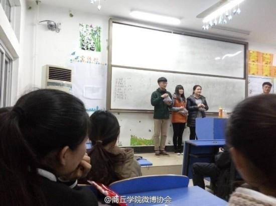河南一高校举办嗑瓜子大赛