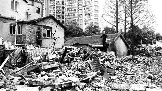 武汉居民睡梦中被赶出家门 官方称拆迁公司误拆