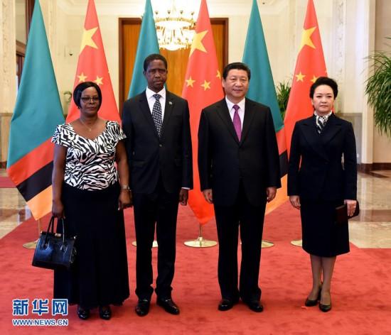3月30日,国家主席习近平在北京人民大会堂同赞比亚总统埃德加・伦古举行会谈。这是会谈前,习近平为伦古举行欢迎仪式。 新华社记者 饶爱民摄