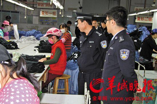 警方到工厂查处非法就业外籍劳工