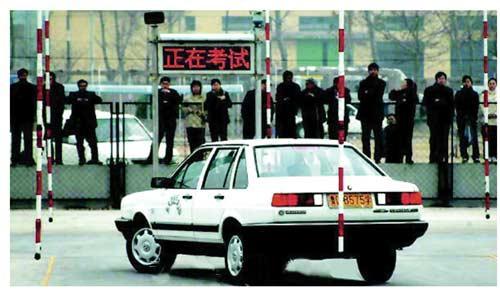 公车改革催生官员学车热