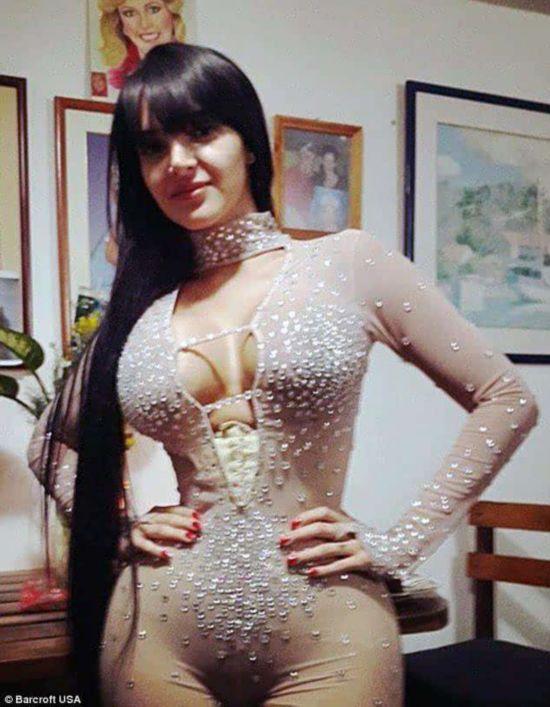 女模特束腰成瘾 终成巨乳肥臀纤纤细腰图