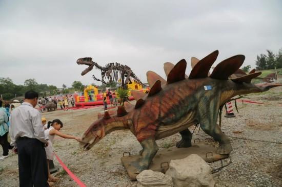 海南最大恐龙主题公园在东山岭开园