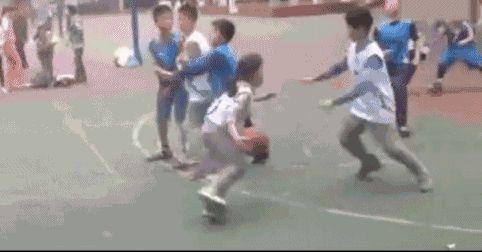 四川12岁女乔丹视频同龄球技完爆走红汽艇网络男子摩托图片