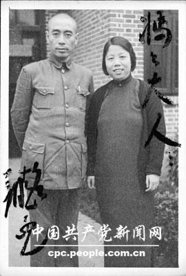 周恩来和邓颖超送给母亲杨振德的照片