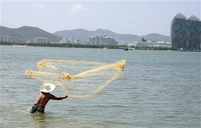三亚湾近海岂能捕捞小鱼?