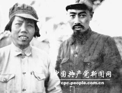 1936年,邓颖超同周恩来在陕北。