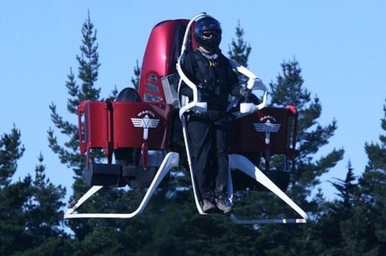 企业家发明飞行背包 获尼尔・阿姆斯特朗祝贺