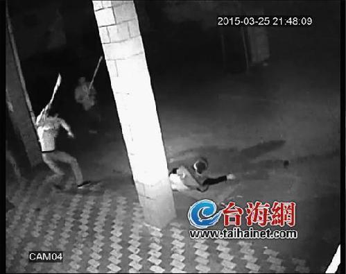 网曝福建11分钟砍人视频:男子疯狂砍人把刀砍飞