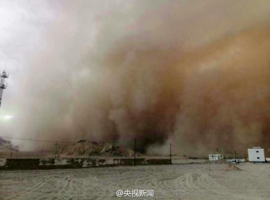 青海:巨型沙尘暴来袭 如现实版星际穿越